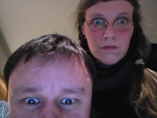 Дмитрий Малов и Анна Меркулова осматривают новейший MacBook Air