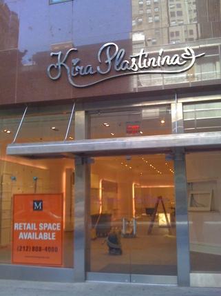 Kira Plastinina outlet in NYC closed. Retail space for rent. Магазин Кира Пластинина в Нью-Йорке обанкротился и закрыт. Место под магазин сдаётся.
