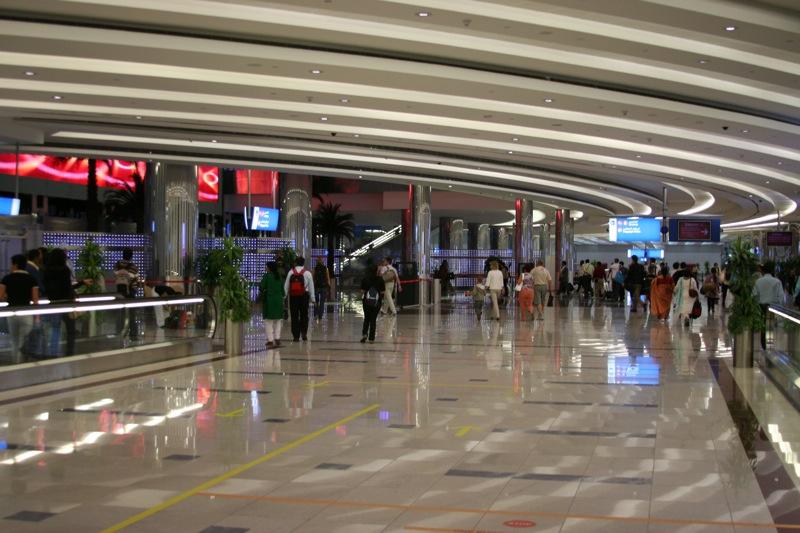 Зал аэропорта Дубай