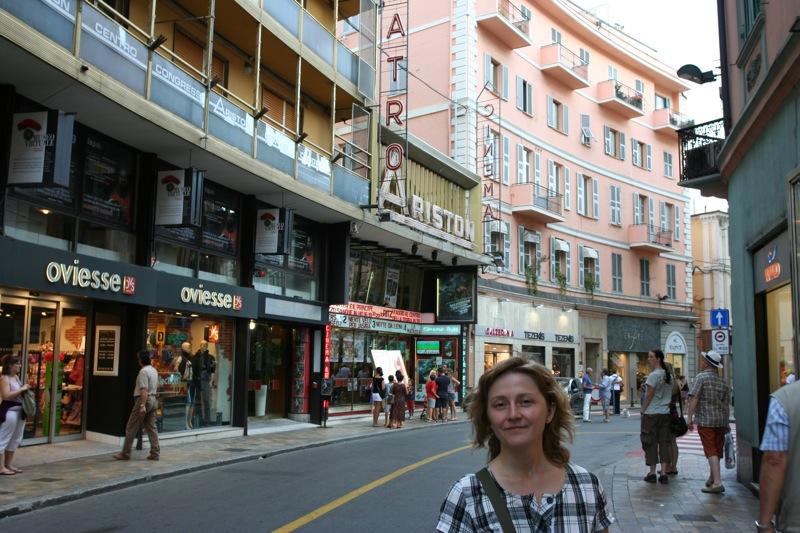 Знаменитый кинотеатр Аристон. Место проведения фестиваля в Сан-Ремо. Sanremo