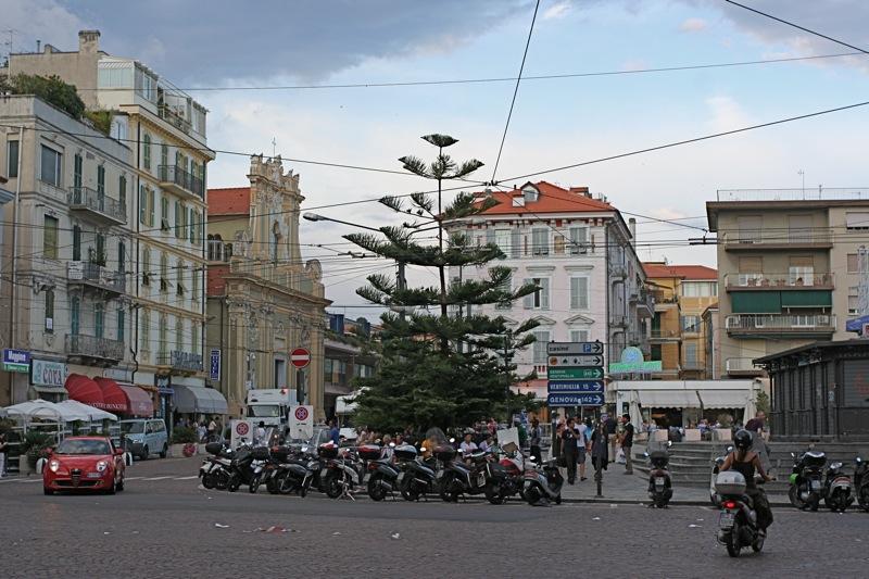 На улице в Сан-Ремо. Sanremo