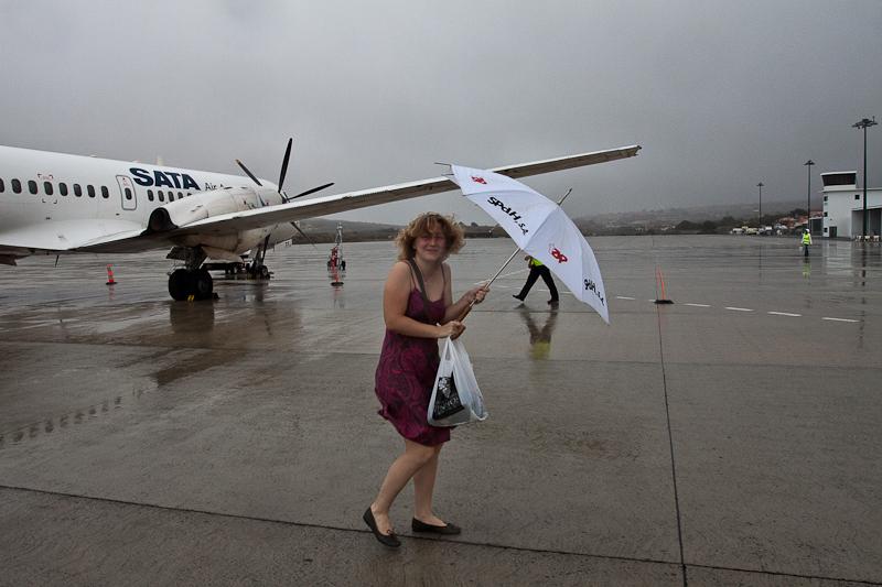 CS-TFJ, SATA - Air Acores, British Aerospace BAe ATP arrival to Porto Santo, Madeira, Portugal. Прибытие самолёта на Порту-Санту, Мадейра, Португалия. Rain, airplane, passenger, umbrella, girl, lady. Пассажирка, девушка, зонтик, дождь, самолёт.
