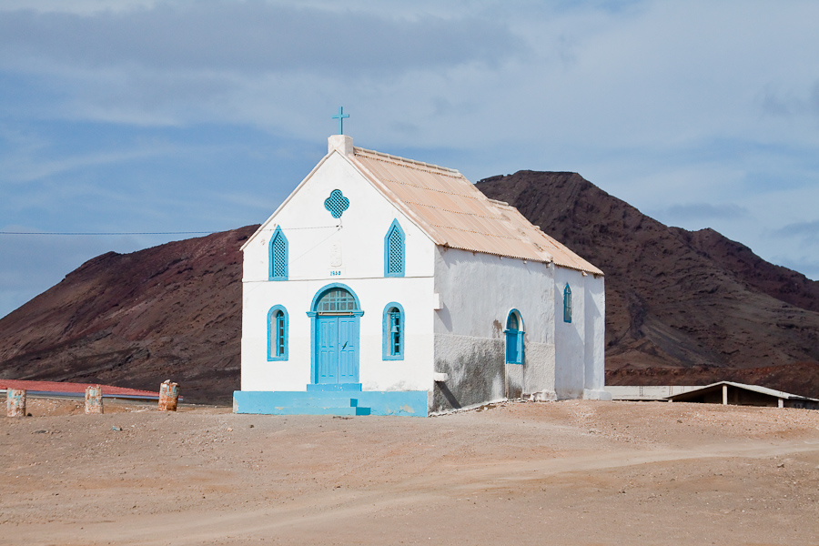 Церковь в Педра-де-Люме, остров Сал, Кабо-Верде. Church in Pedra de Lume, Sal island, Cape Verde