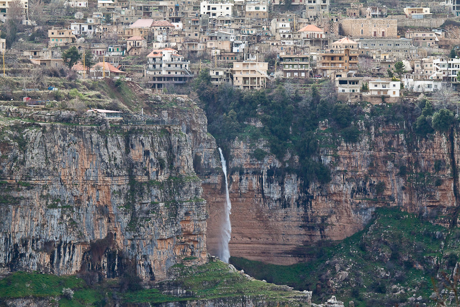 Город и водопад, горный Ливан. A waterfall and a town in a mountain region of Lebanon. Region of Bqerqacha (بقرقاشا), Hasroun (حصرون)