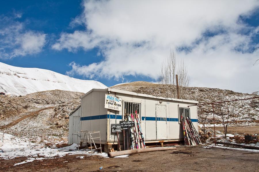 Le Cedrus, Cedars, Lebanon mountains. Цедар, горы, Ливан. Snow, skiing, snowboarding, infrastructure. Снег, лыжи, сноуборд, подъемники, курорты, инфраструктура. Toni Arida Ecole de Ski