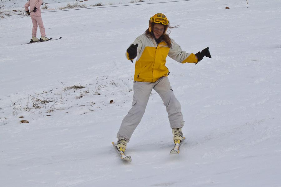 Le Cedrus, Cedars, Lebanon mountains. Цедар, горы, Ливан. Arab snow, skiing, girl, lady. Снег, лыжи, курорты, арабская горнолыжница, лыжница