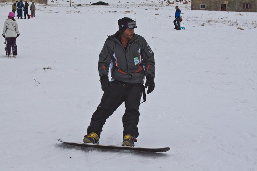 Le Cedrus, Cedars, Lebanon mountains. Цедар, горы, Ливан. Arab snow, snowboarding, boy, guy. Снег, сноуборд, курорт, араб сноубордист