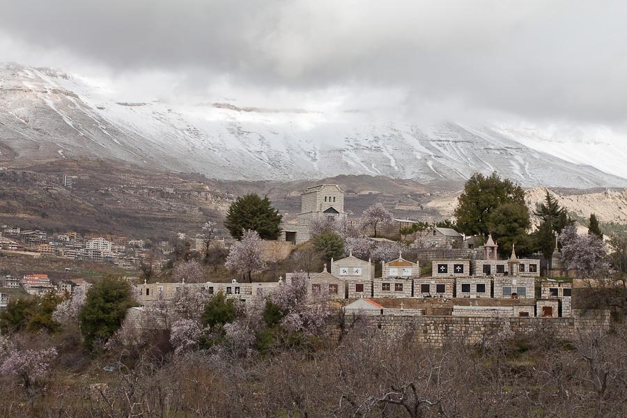 Кладбище, горный Ливан. A cemetery in mountain region of Lebanon