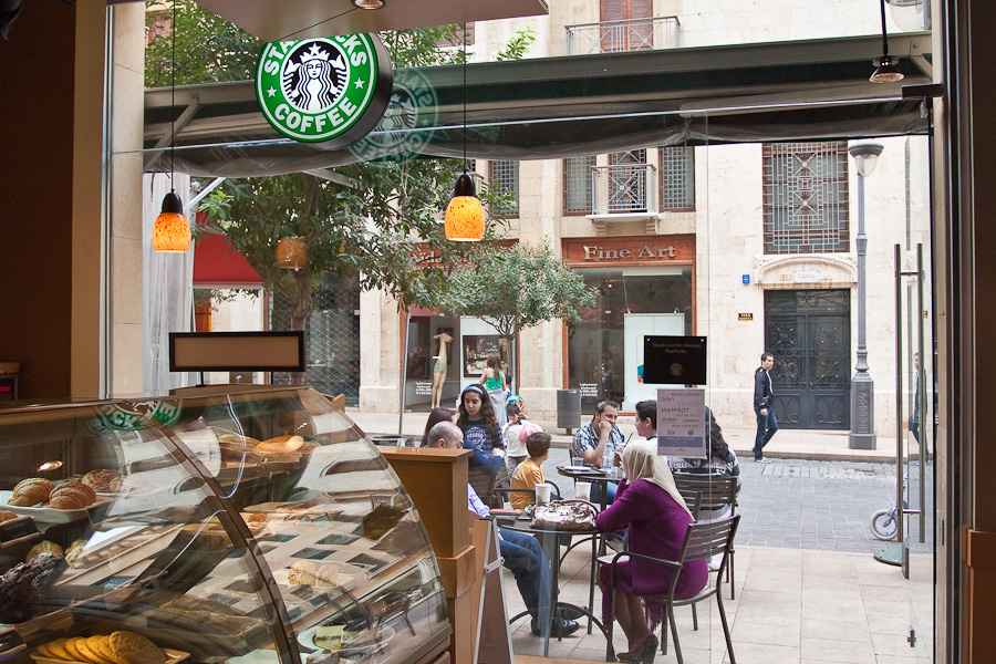 Starbucks on a Beirut street, Lebanon. Старбакс на улице Бейрута, Ливан