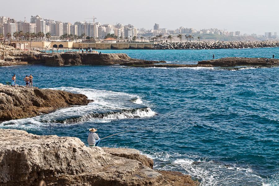 Вид из района Рауш (Raoucheh, Raouché) на район Ramlet El Baida, Бейрут, Ливан. Beirut, Lebanon