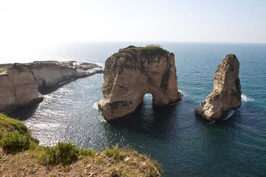 Pigeon Rocks, Raouché (Raoucheh) district, Beirut, Lebanon. Голубиные скалы, район Рауш, Бейрут, Ливан.