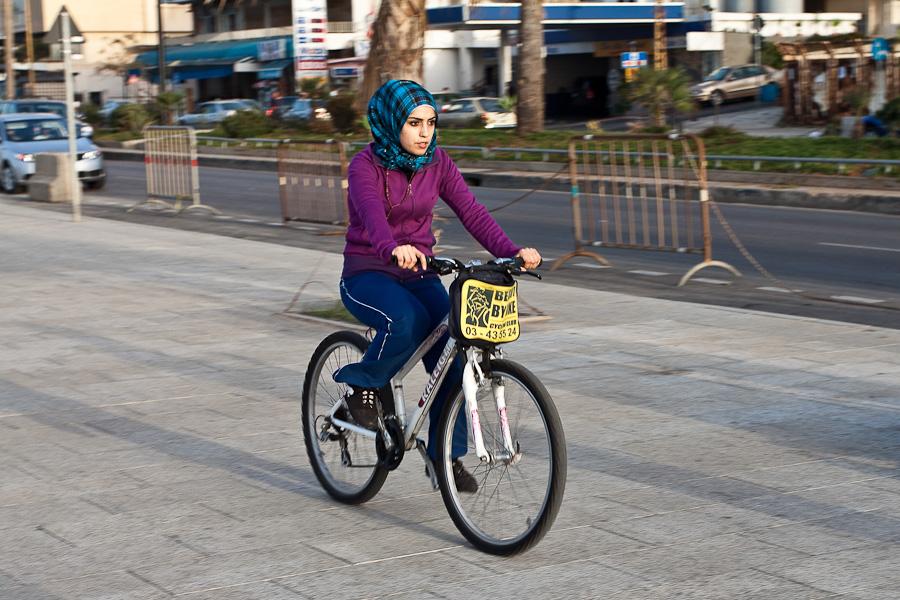 Locals on Beirut embankment, Lebanon. Местная жительница в платке/парандже на велосипеде на набережных Бейрута, Ливан