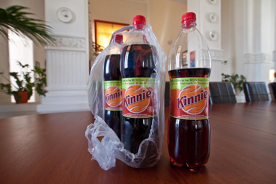 Malta, big plastic bottles of Kinnie. Мальта. Большие бутылки-ПЭТ кинни