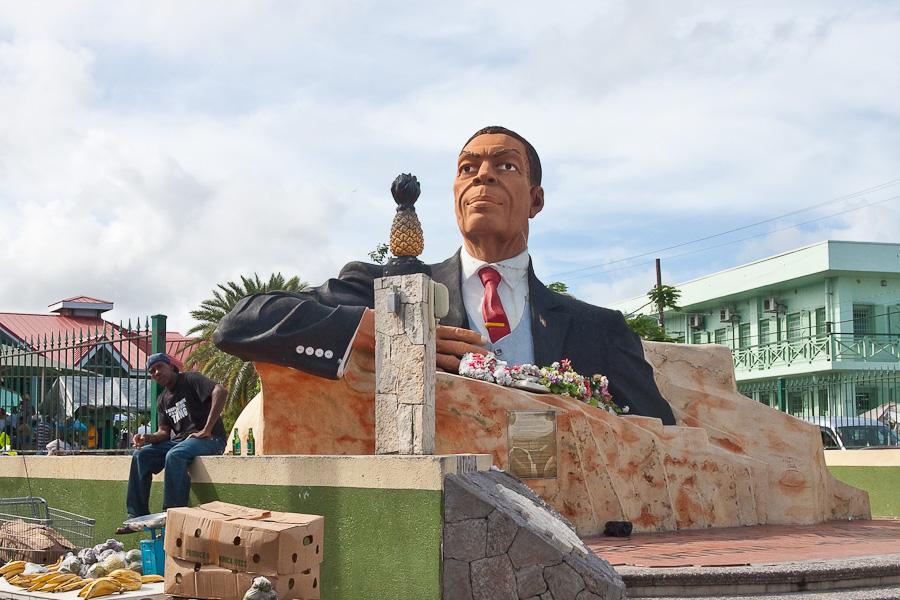 Sir Vere Cornwall Bird Sr. monument, St. John's city, Antigua island, Antigua and Barbuda, Caribbean. Памятник премьер-министру сэру Вере Корнуоллу Бёрду старшему, город Сент-Джонс, остров Антигуа, Антигуа и Барбуда, Карибский бассейн.