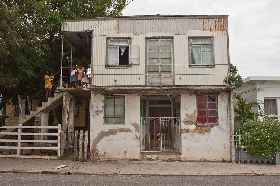 Tin house of local people, Antigua, Antigua and Barbuda, Leeward Islands, West Indies, Caribbean. Жестяной дом местных жителей, остров Антигуа, Антигуа и Барбуда, Карибы.
