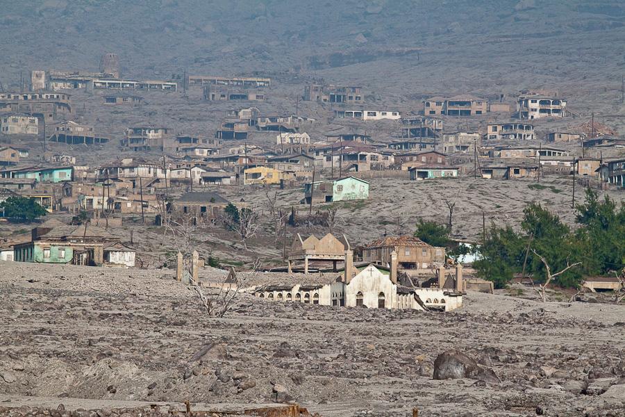 Монтсеррат, Карибы. Бывшая столица город Плимут, разрушенный извержением вулкана. Plymouth, Montserrat, Lesser Antilles