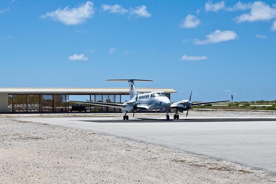 Бизнес-джет. Аэропорт Мангарева, архипелаг Гамбье, Французская Полинезия