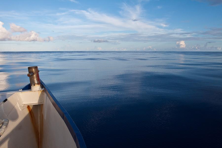 По дороге на Питкэрн. Тихий океан без волн, но рябь. SRV Discovery