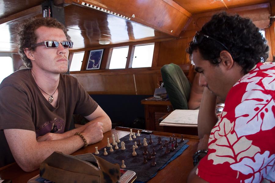 По дороге на Питкэрн. SRV Discovery. Артур (Arthur) и Равид (Ravid)