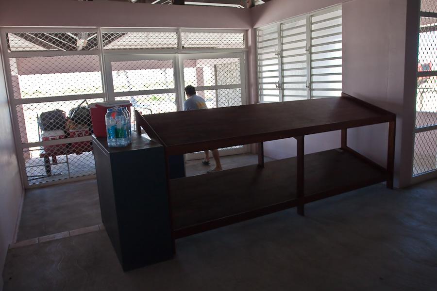 Выдача багажа. Аэропорт Мангарева, архипелаг Гамбье, Французская Полинезия