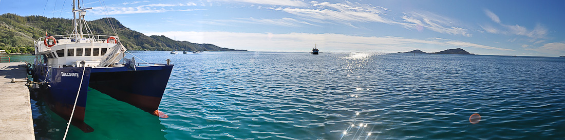 SRV Discovery в лагуне Мангаревы © Capt Craig Markowski