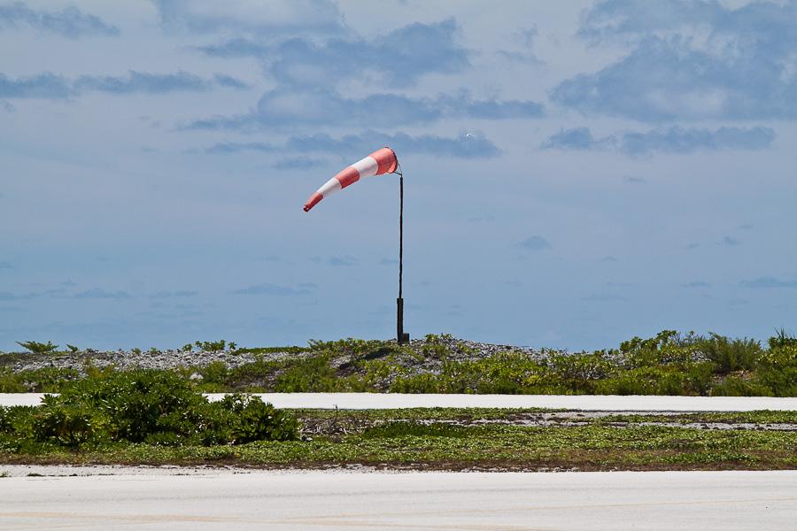 Ветровой конус. Аэропорт Мангарева, архипелаг Гамбье, Французская Полинезия