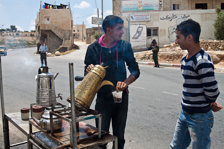 Продажа чая на улице, Палестина. Tea street vending, Palestine