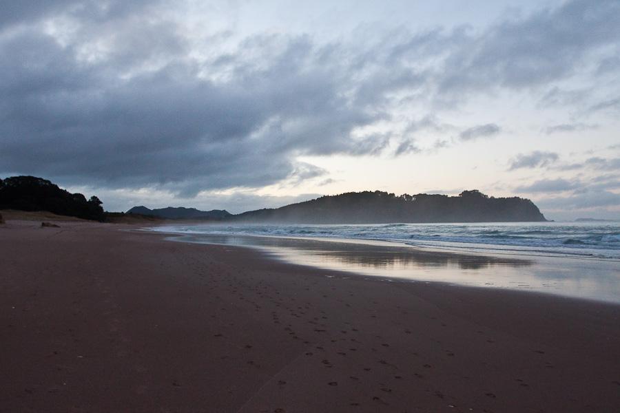 Hot Water Beach, Coromandel, New Zealand. Пляж Пляж Горячей воды (Хот-Уотер-Бич), Коромандель, Новая Зеландия