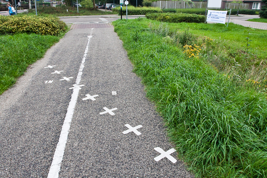 Велодорожка пересекает госграницу в бельгийском городе Барле-Хертог и голландском Барле-Нассау. Bike lane crosses the border between countries in Belgian town Baarle-Hertog and Dutch town Baarle-Nassau