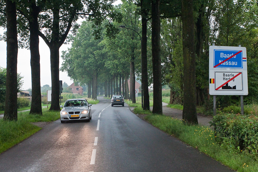 You are leaving Baarle-Hertog and Baarle-Nassau. Вы покидаете Барле-Нассау и Барле-Хертог
