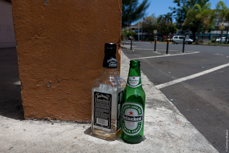 Papeete streets, Tahiti, French Polynesia. Улицы города Папеэте, Таити, Французская Полинезия. A 0.7L bottle of Jack Daniels and a 0,5 bottle of Heineken beer