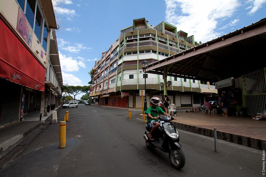 Papeete streets, Tahiti, French Polynesia. Улицы города Папеэте, Таити, Французская Полинезия. Marché de Papeete, рынок Папеэте, Municipal Market