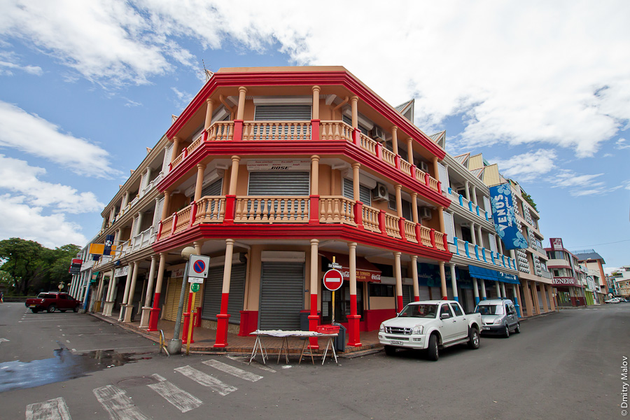 Papeete streets, Tahiti, French Polynesia. Улицы города Папеэте, Таити, Французская Полинезия.