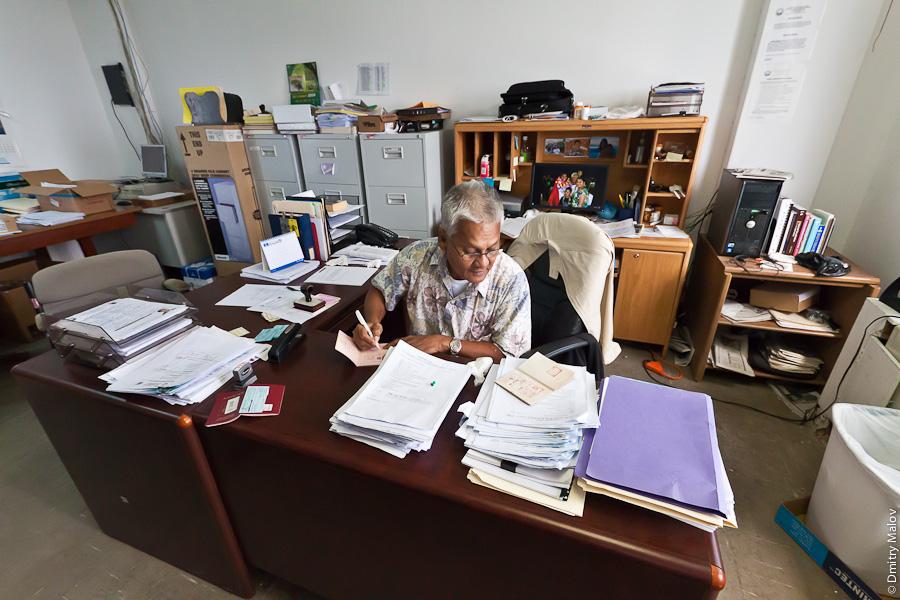 Директор иммиграционного департамента Маршалловых островов. Director of Immigration, Marshall Islands