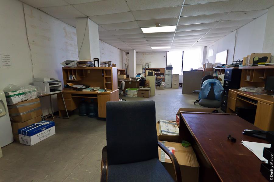 Иммиграционный департамент Маршалловых островов в Маджуро. Immigration Division 5th Floor, Mako Building, Majuro, Marshall Islands