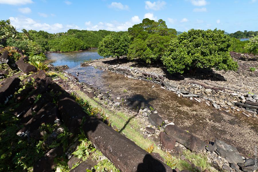 Каналы Нан-Мадола, остров Понпеи, Микронезия, Тихий океан. Nan Madol channels, Pohnpei, Micronesia, Pacific