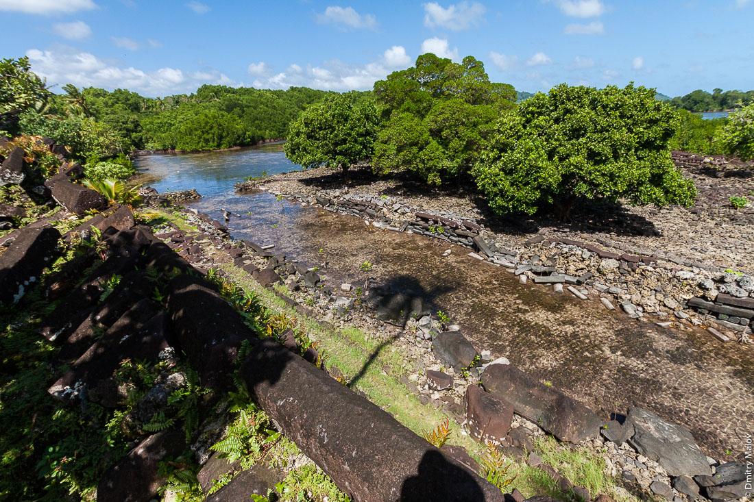 Каналы Нан-Мадола, остров Понпеи, Микронезия, Океания, Тихий океан. Nan Madol channels, Pohnpei, Oceania, Micronesia, Pacific