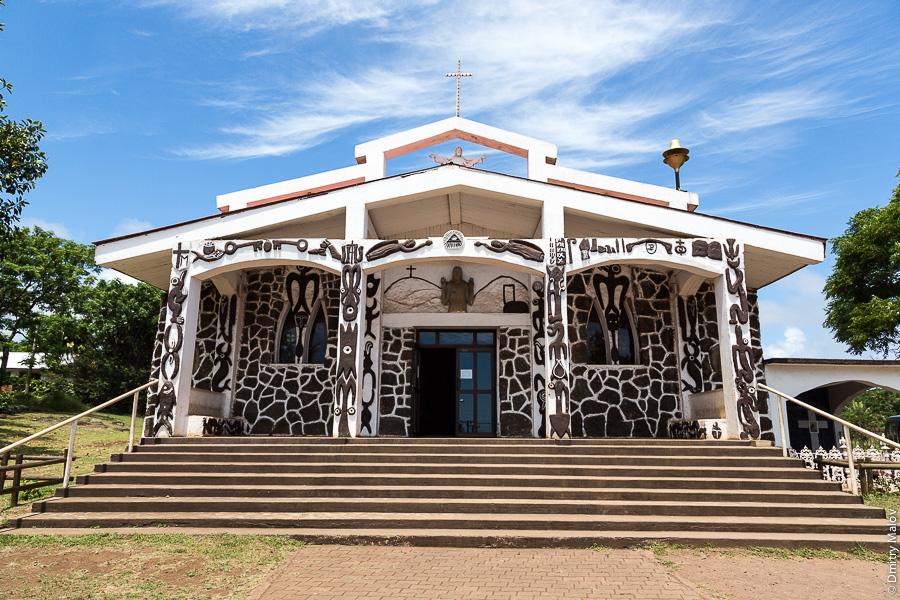 Католическая церковь в Ханга-Роа, Рапа-Нуи (Остров Пасхи). Catholic Holy Cross Church, Hanga Roa, Rapa Nui (Easter Island). Iglesia Católica de Hanga Roa