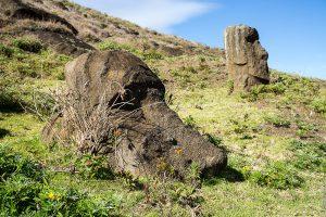 Моаи — истуканы острова Пасхи (Рапа-Нуи). Фото