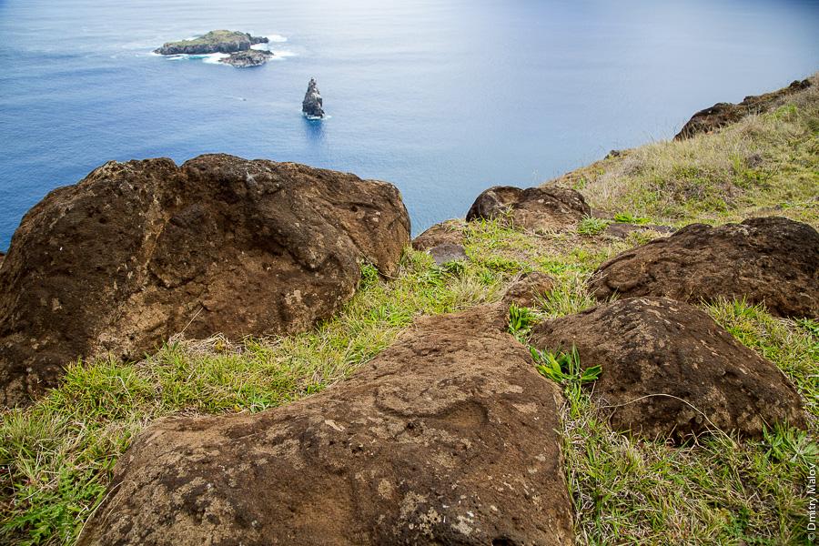 Остров Пасхи (Рапа-Нуи), обрыв и океан около Оронго. Easter Island, an ocean and a cliff near Orongo