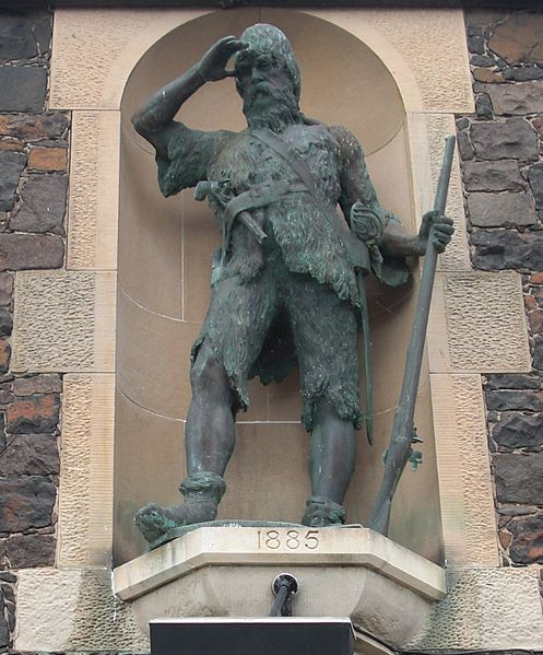 Statue (monument) of Alexander Selkirk in Lower Largo, Scotland. Статуя (памятник) Александра Селкирка в Нижнем Ларго, Шотландия