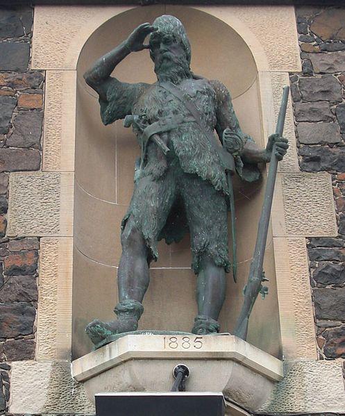 Statue (monument) of Alexander Selkirk in Lower Largo, Scotland. Статуя (памятник) Александра Селкирка в Нижнем Ларго, Шотландия