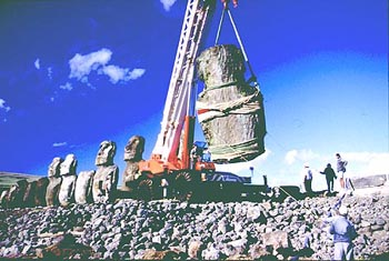 Research and restoration work at Tongariki between 1992 and 1996, Easter Island.  Реконструкция Аху Тонгарики 1992-1996, остров Пасхи (Рапа-Нуи). Archivo Instituto Isla de Pascua, F.A.U. Universidad de Chile.