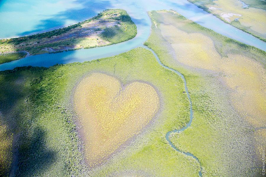 Сердце из рощи мангровых деревьев, Сердце Во, Новая Каледония. Heart of Voh, New Caledonia. Nouvelle-Calédonie