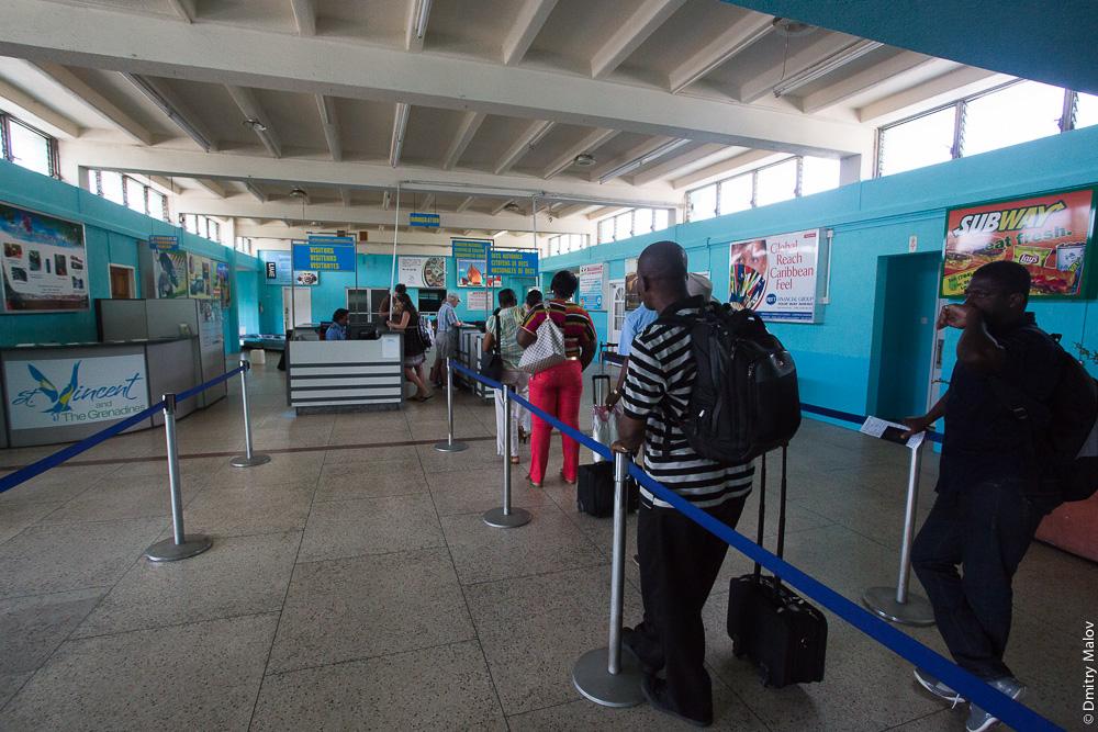 Inside E.T. Joshua Airport (IATA: SVD, ICAO: TVSV), внутри аэропорта, погранконтроль