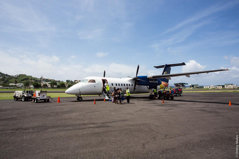 V2-LGN, De Havilland Canada DHC-8-311(SCD) Dash 8 - cn 230, авиакомпании LIAT, E.T. Joshua Airport (IATA: SVD, ICAO: TVSV)