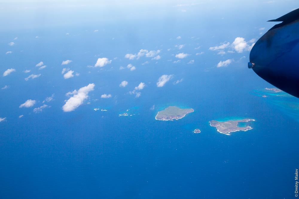 Острова Гренадины: Île Large (большой слева) и Frégate (большой справа). Аэро-фото