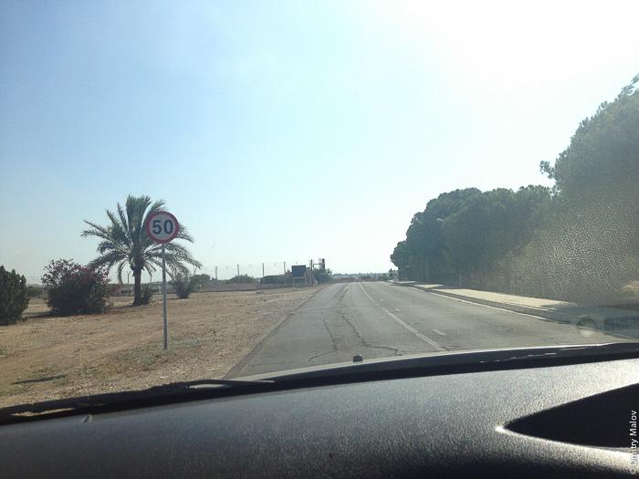 Британские суверенные военные базы (Акротири и Декелия), Кипр, дорога на выезд в районе Декелия