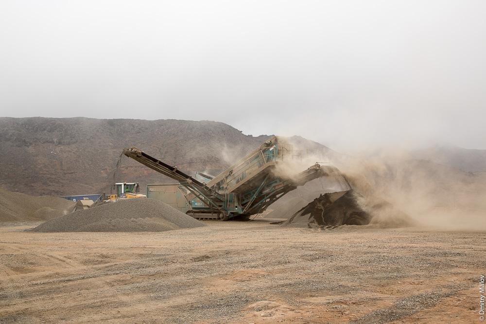 Saint Helena island Airport construction field, vehicle. Машина-камнедробилка на строительстве аэропорта острова Святой Елены.