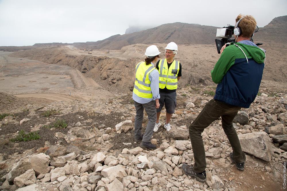 Saint Helena island Airport construction field, vehicles, TV/movie crew. Машины, журналисты, съёмочная группа на строительстве аэропорта острова Святой Елены.